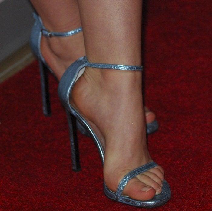 Kiernan Shipka showed off her pretty feet on the red carpet