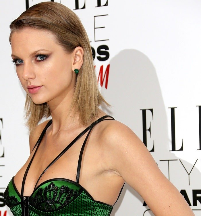 Taylor Swift received the Woman of the Year award in an emerald green dress