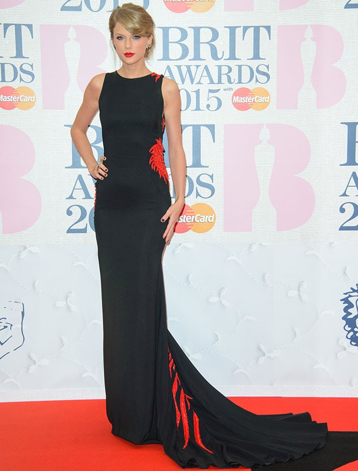 Taylor Swift posed on the red carpet in Roberto Cavalli