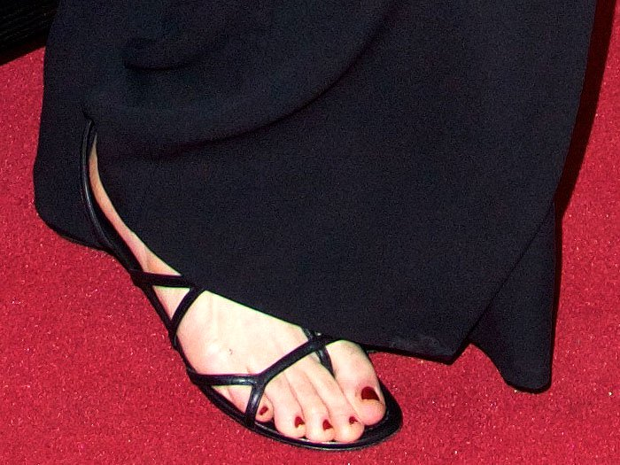 Uma Thurman's sexy feet in black leather thong sandals