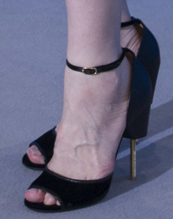 Cate Blanchett's hot feet in lizard-effect leather gold pin heels