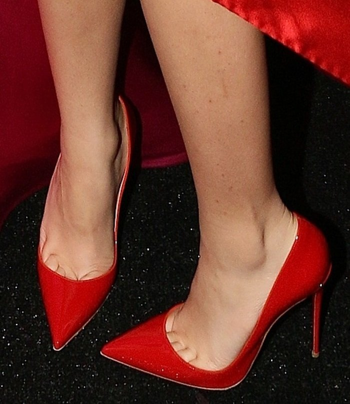 Zendaya's toe cleavage in red pointy-toe pumps
