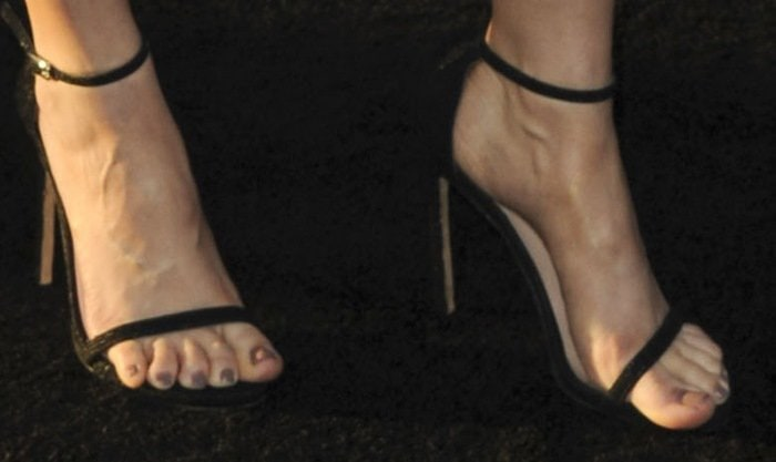Alison Brie's sexy nude feet in Nudist shoes