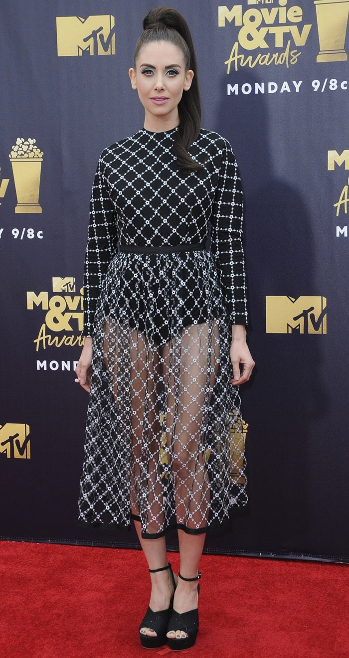 Alison Brie's high ponytail at the 2018 MTV Movie & TV Awards at Barker Hangar in Santa Monica, California, on July 16, 2018