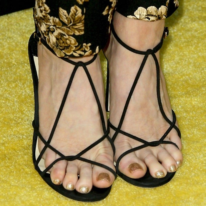 Brittany Snow showed off her pretty feet