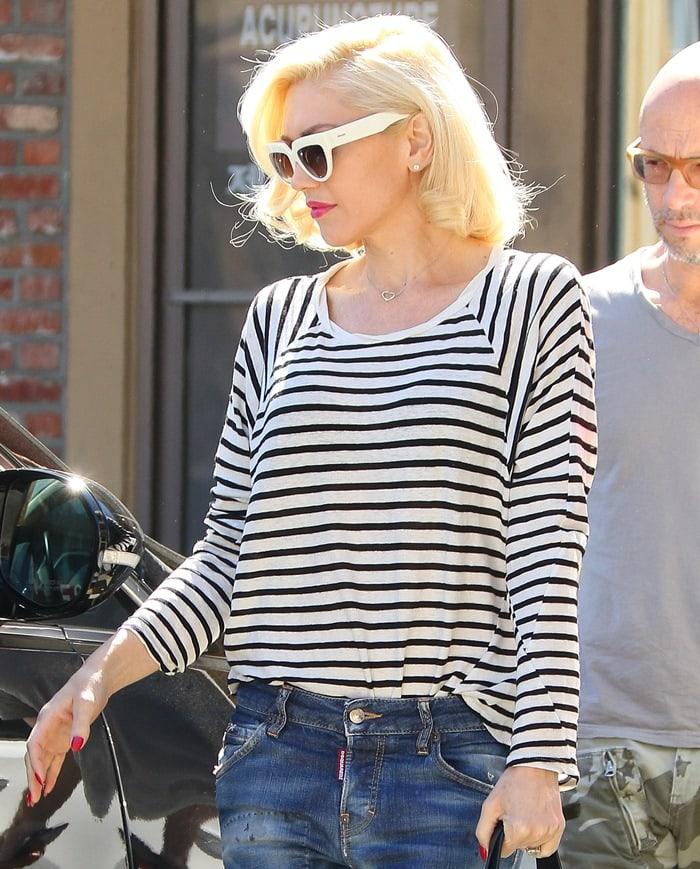 Gwen Stefani leaves Jesun Acupuncture Clinic