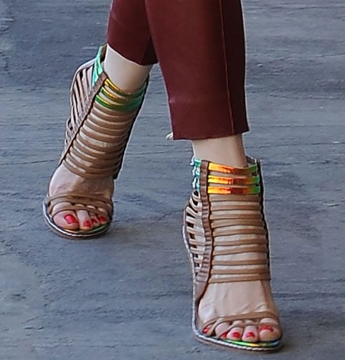 Gwen-Stefani-LAMB-Brook-sandals-1