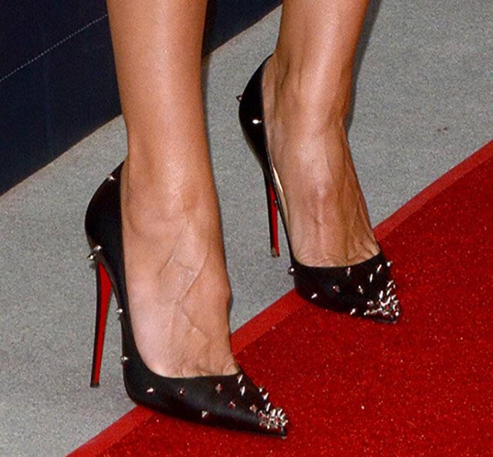 Heidi Klum shows toe cleavage in Christian Louboutin shoes