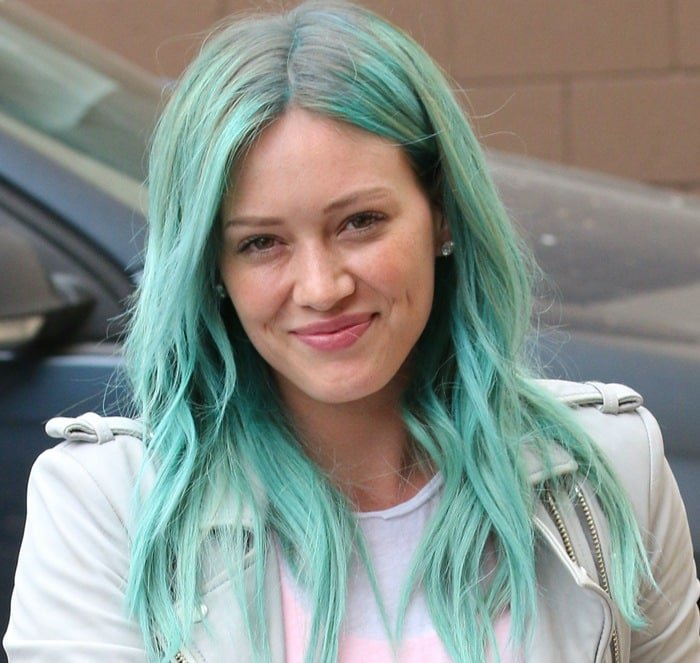 Hillary Duff showing off her new hair color