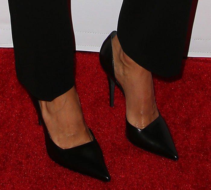 Jessica Alba's hot feet in Narciso Rodriguez pumps