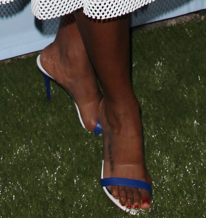 Kelly-Rowland-Alexander-McQueen-PVC-and-Leather-Slide-Sandals