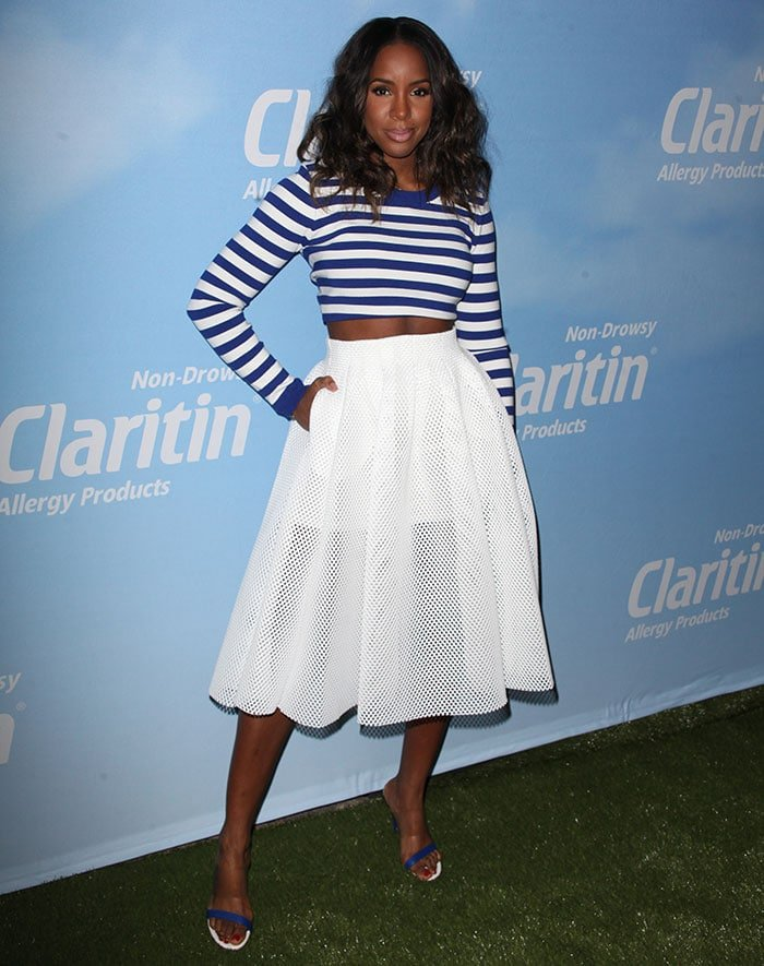 Kelly-Rowland-blue-striped-crop-top-&-white-skirt