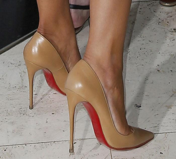 Khloe Kardashian rockingtan pointy-toe So Kate pumps