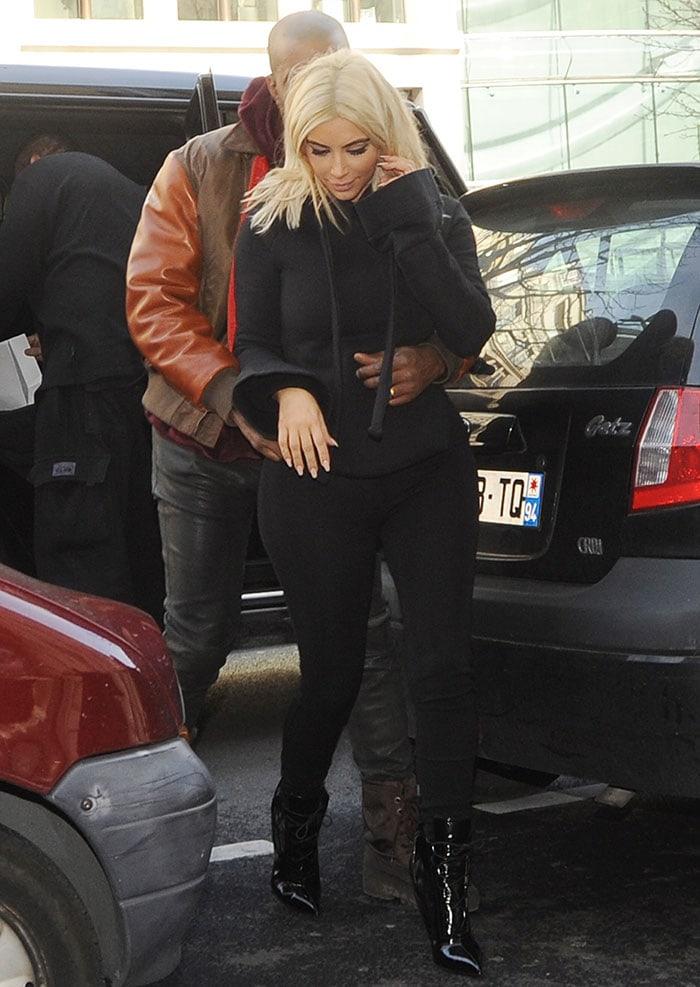 Kim-Kardashian-and-Kanye-West-out-in-Paris