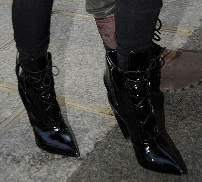 Kim-Kardashian-patent-leather-pointy-toe-lace-up-boots