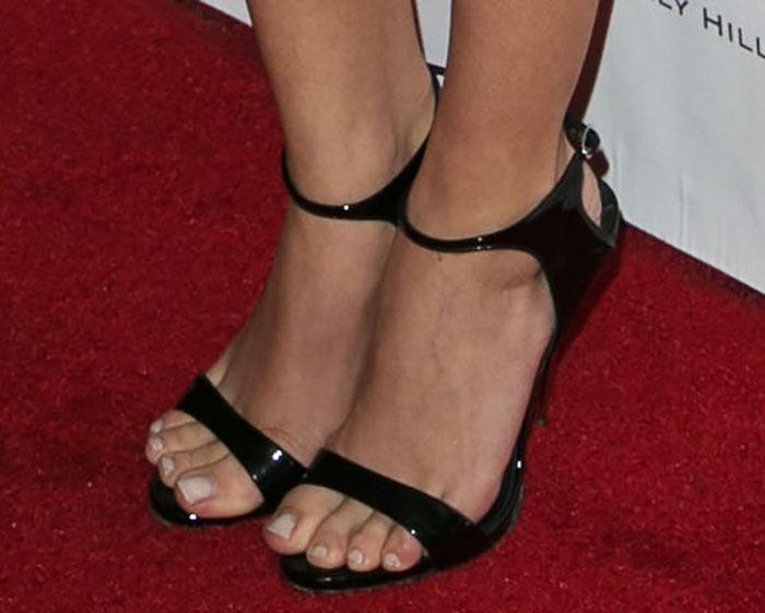 Sarah Hyland's hot toes in Giuseppe Zanotti sandals