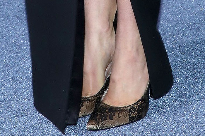 """Shailene Woodley's lovely feet in Stuart Weitzman """"Queen"""" lace-covered pumps"""
