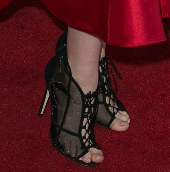 Taylor Spreitler showed off her big ugly toes on the red carpet