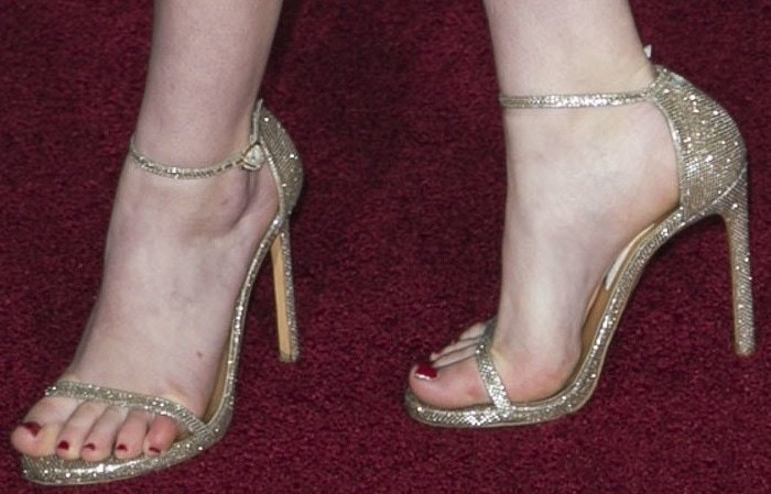 Willow Shields' pretty feet in gold high heels