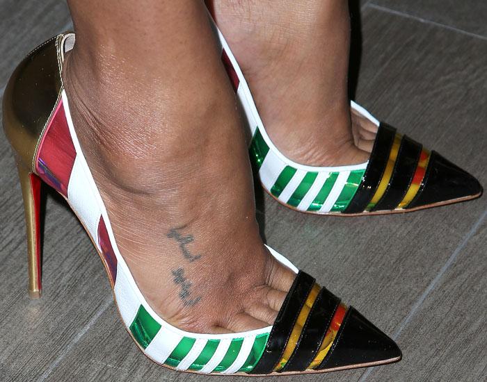 "Zoe Saldana's hot feet in Christian Louboutin ""Bandy"" pumps"
