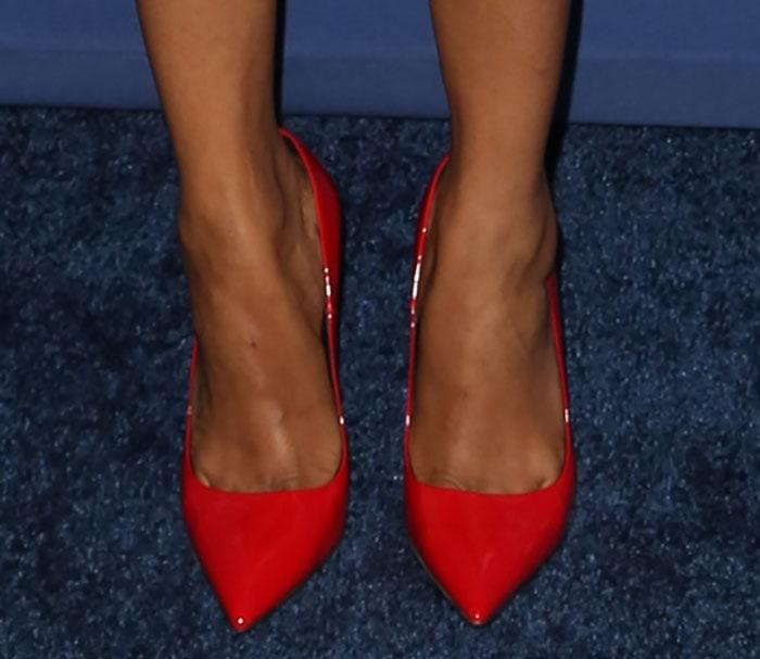 """Zoe Saldana's toe cleavage in red Kurt Geiger """"Britton"""" pumps"""