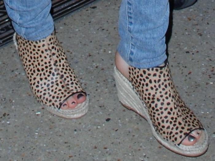 Emilia Clarke's toes in leopard-print Kurt Geiger wedge sandals