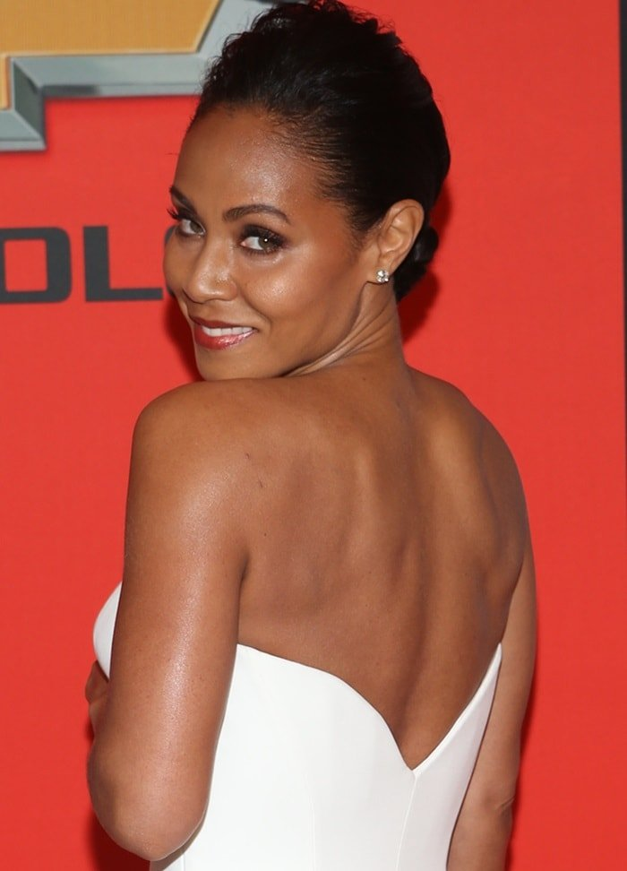 Jada Pinkett-Smith shows off her killer body in an ivory Versace Couture dress