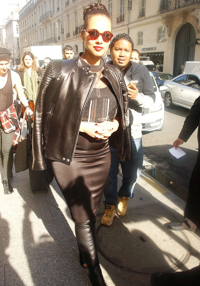Alicia Keys' all-black-and-leather-boots Paris style theme