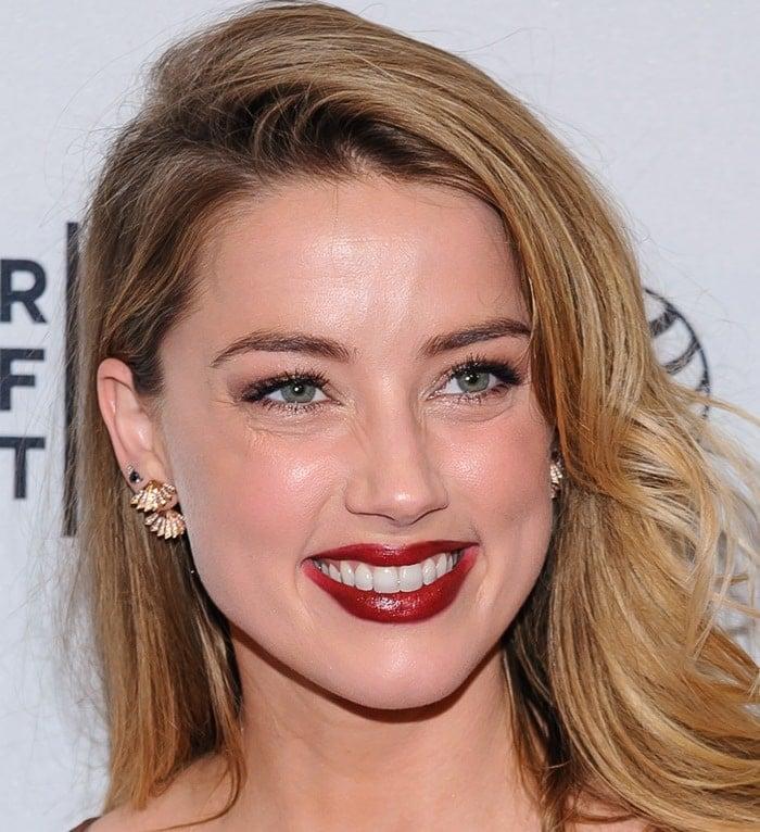 Amber Heard is really bad at makeup
