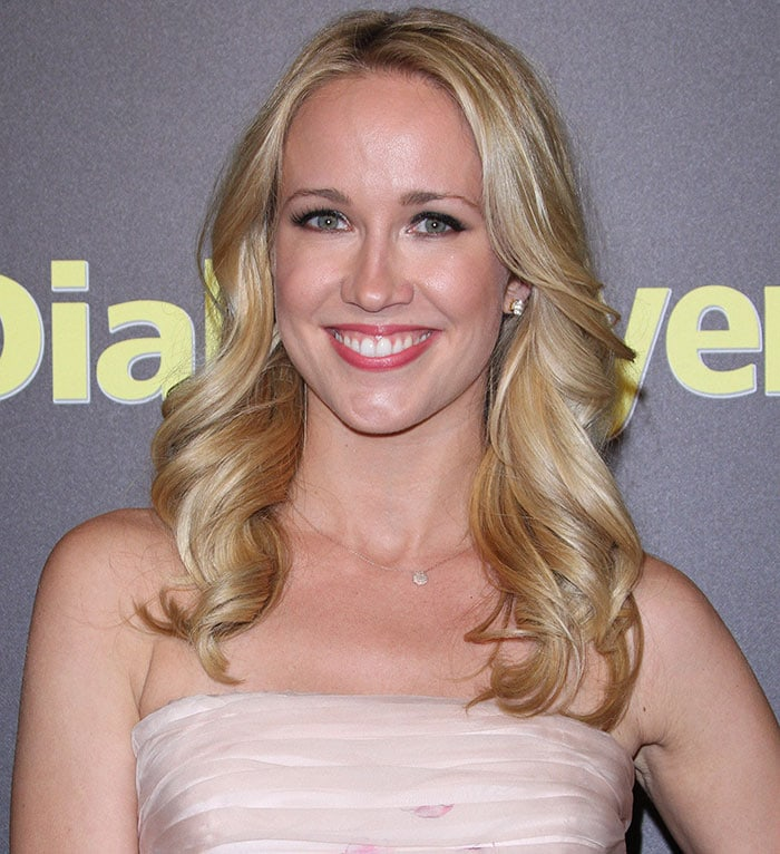 Anna Camp looks beautiful as a blonde