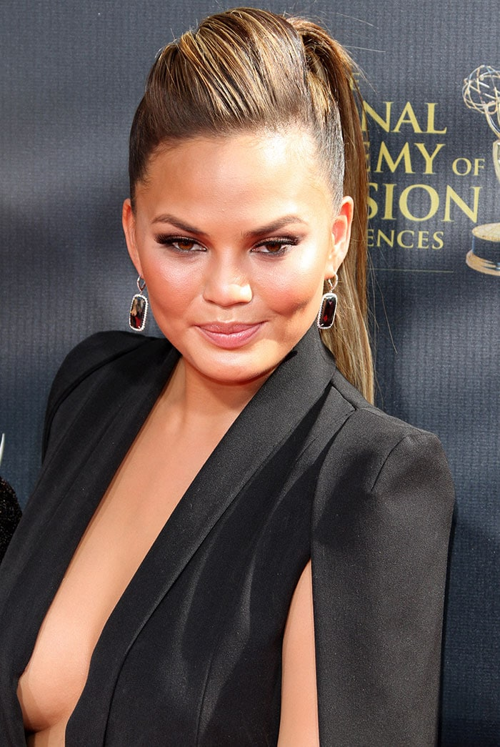 Chrissy Teigen's onyx earrings and gorgeous makeup with smoky eyes and nude lips