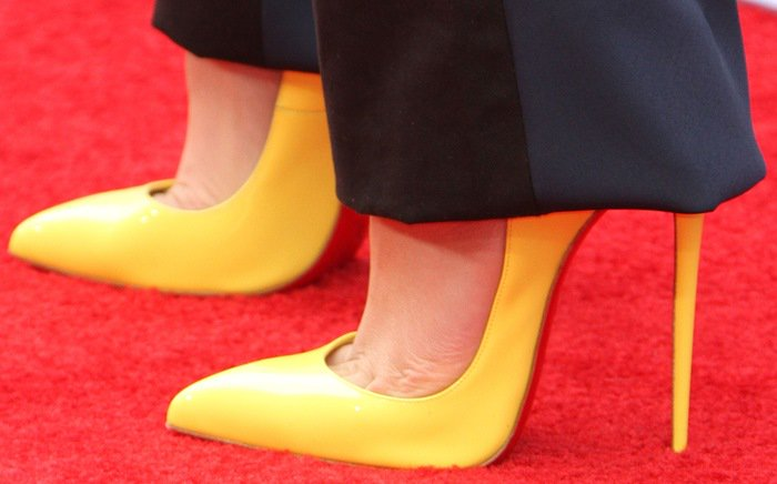 Zendaya's toe cleavage in yellow Hot Chick pumps by Christian Louboutin