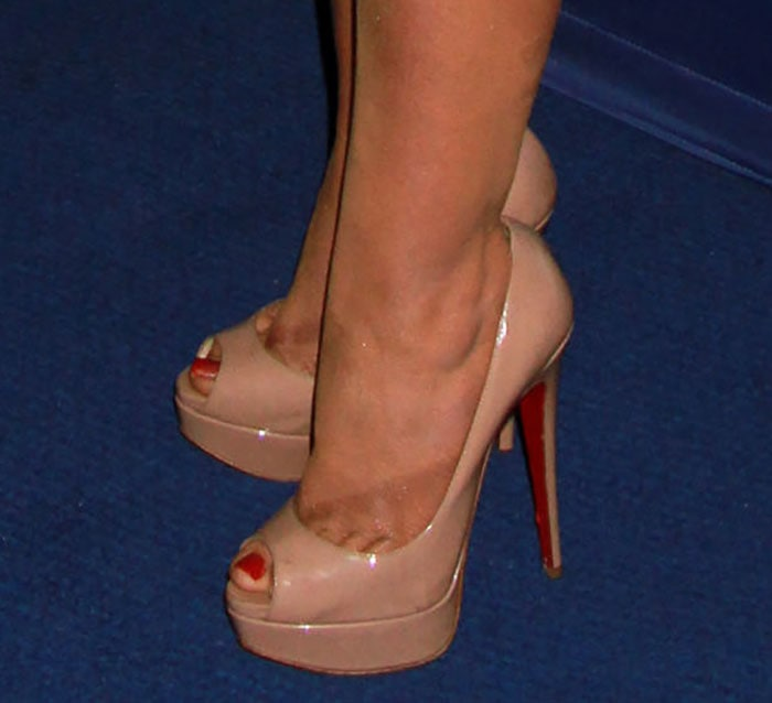 Christina Aguilera's sexy feet in nude Christian Louboutin pumps