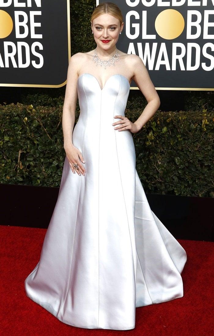 Dakota Fanning walked the red carpet at the 2019 Golden Globe Awards