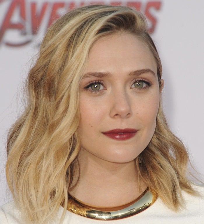 Elizabeth Olsen rocksa Sidney Garber necklace