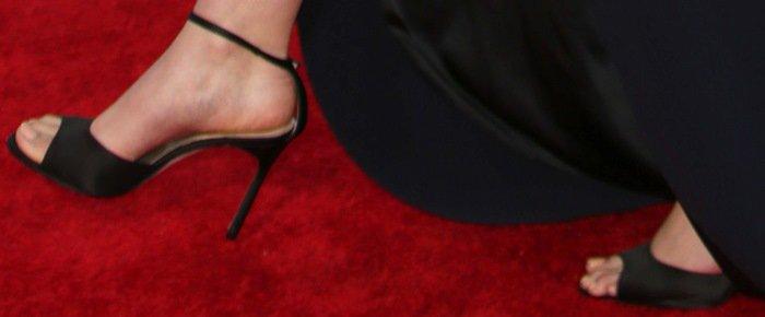 Elizabeth Olsen shows off her feet inblack shoes from Manolo Blahnik