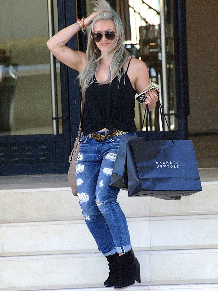 Hilary-Duff-shops-at-Barneys