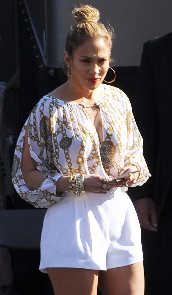 Jennifer Lopez In White Pleated Shorts And Metallic Gold