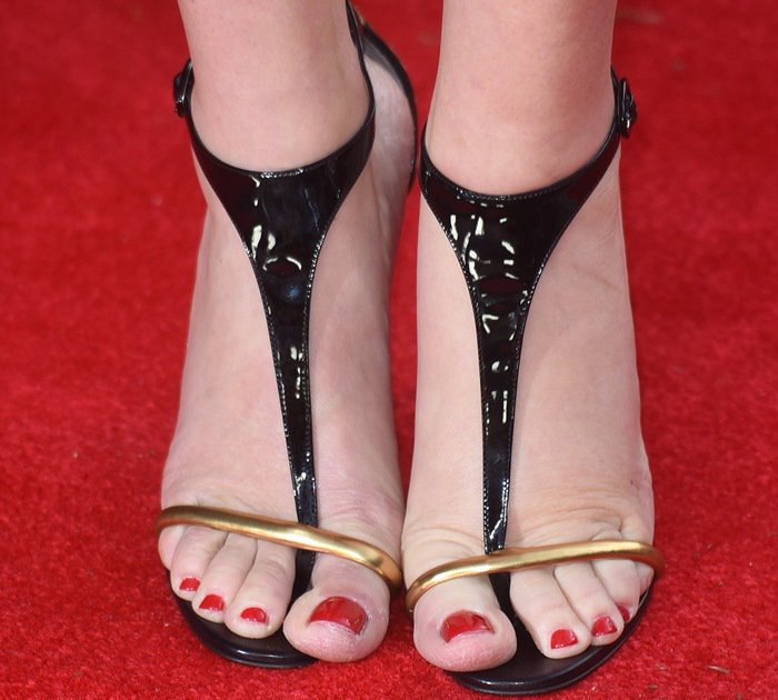 Kate Winslet displayed her hot toes in sexy shoes