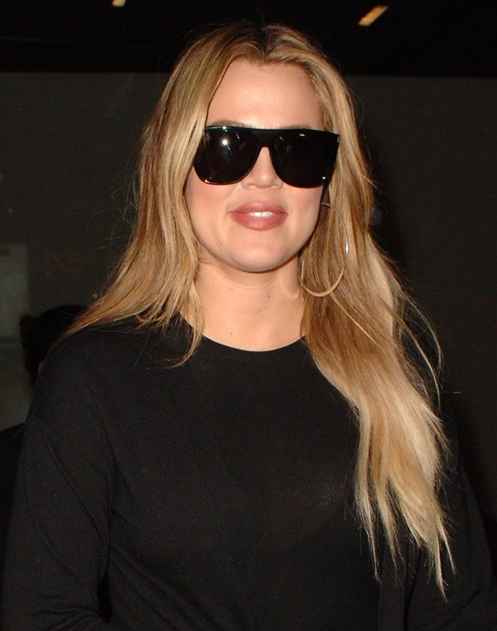 Khloe Kardashian let her blonde tresses fall loosely around her shoulders