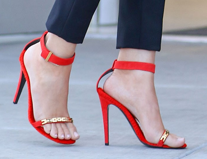 Khloe Kardashian's hot feet in red-orange shoes