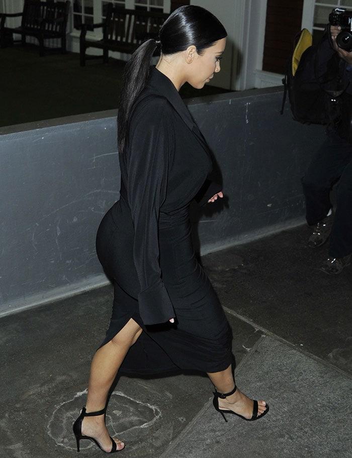 Kim-Kardashian-flaunts-ass-and-cleavage-in-black-dress