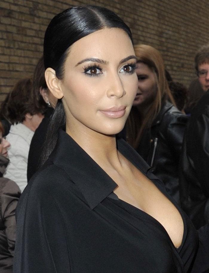 Kim-Kardashian-flaunts-cleavage-in-New-York-City