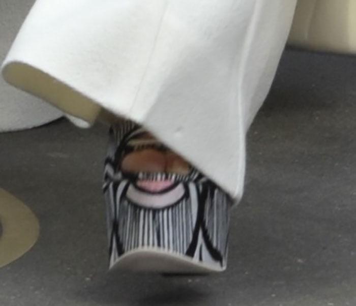 Kim-Kardashian-in-Giamba-Printed-platform-sandals-1
