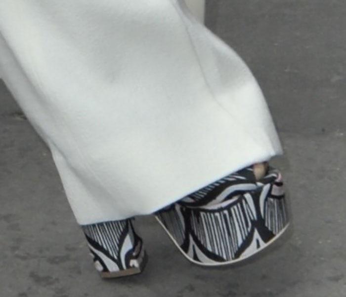 Kim-Kardashian-in-Giamba-Printed-platform-sandals