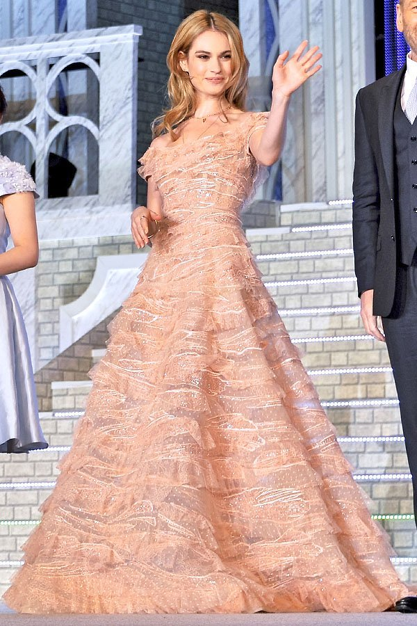 Lily James got the help of her Fairy Godmother and transformed into a princess once again for the Japanese premiere of 'Cinderella'