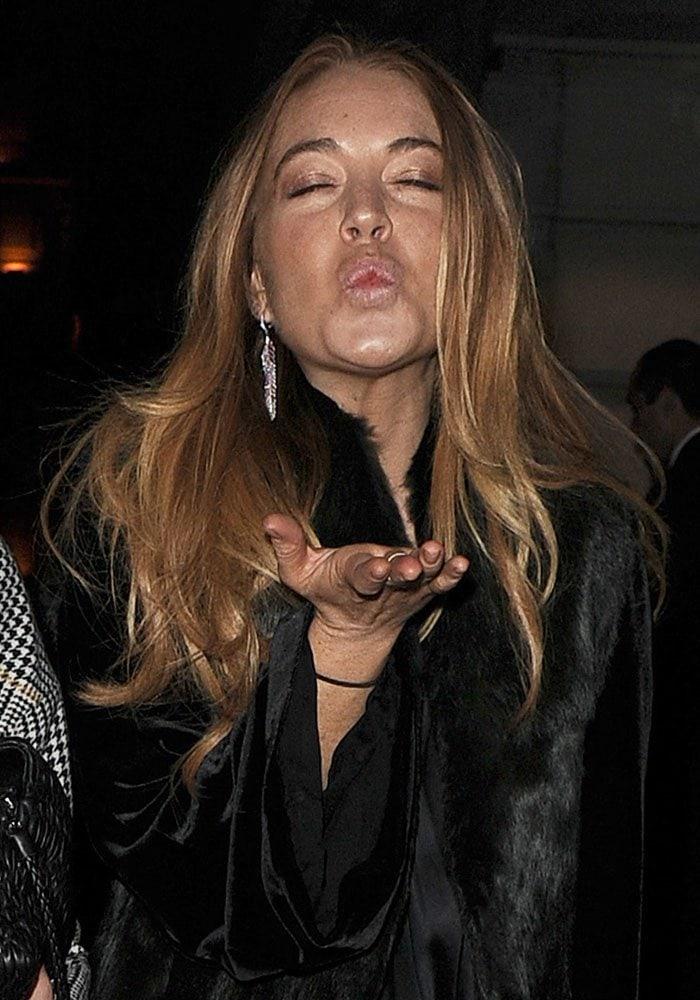 Lindsay Lohan blows kisses at the cameras in London