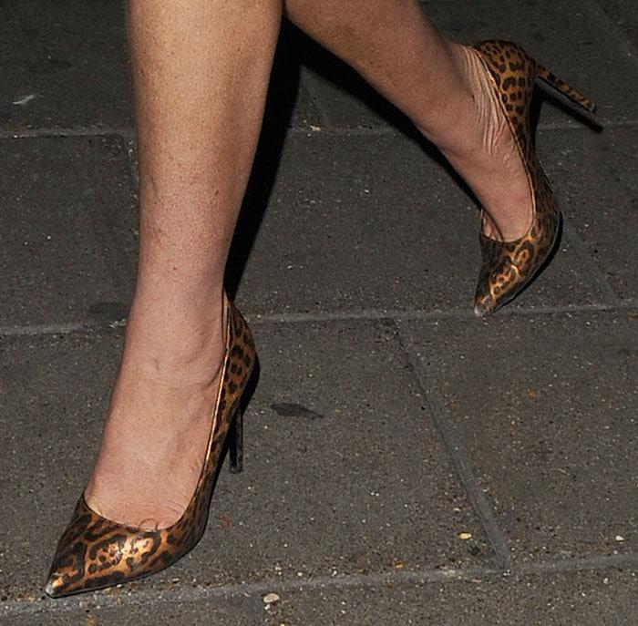 Lindsay Lohan's hot feet and legs in metallic leopard pumps