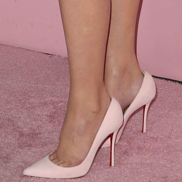 Olivia Munn's toe cleavage in Christian Louboutin's Pigalle Follies pumps