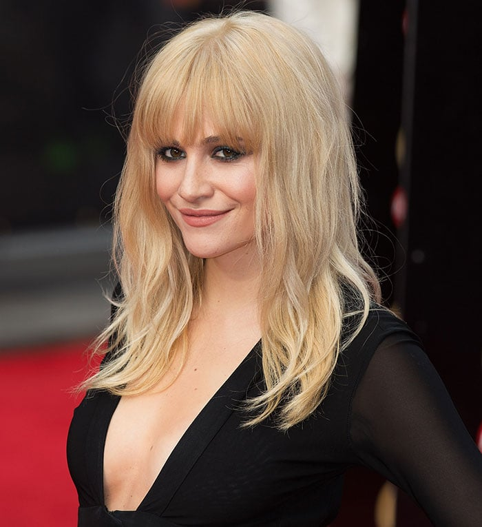 Pixie Lott debuted her new hairdo at the Olivier Awards